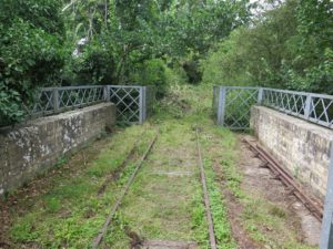Northermost (practical) bridge - before strimming. SR track panel in centre, pointwork parts to sides. Steel fencing is not original, but looks very good and railway-like